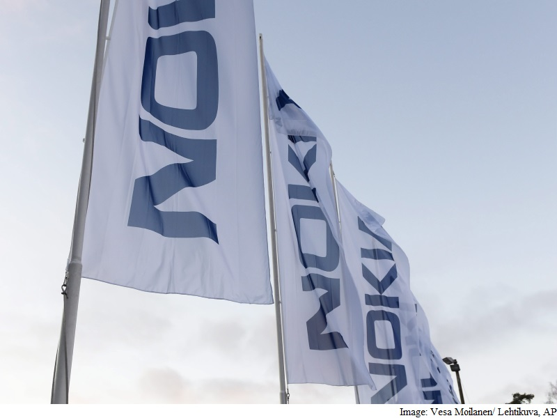Nokia Posts Falling community sales, Lifts price-Saving objectives