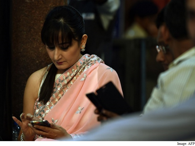 cellular Makers React to government's Panic Button, GPS Requirement
