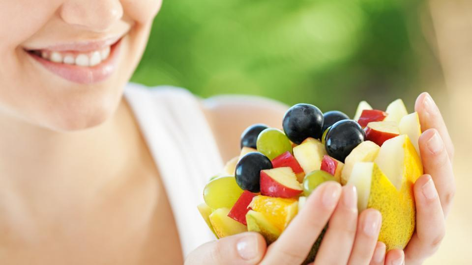 Dear women, eat more fruits and veggies daily to keep stress away