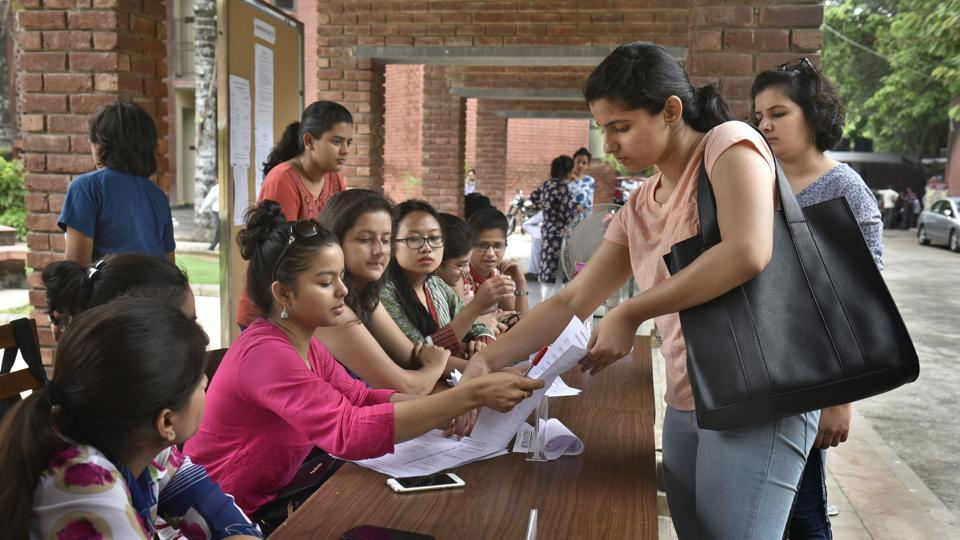 DU's second cutoff likely to dip by up to 3% points, many seats left