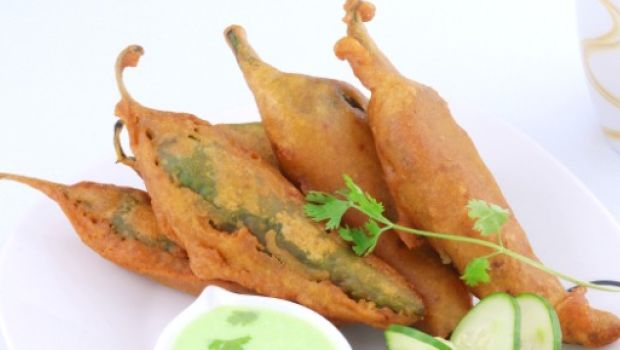 The Quintessential Snacks of Monsoon: Stuffed Mirchi Pakodas