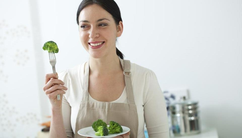 Ladies, take note: Eating broccoli and cabbage can protect you from heart disease
