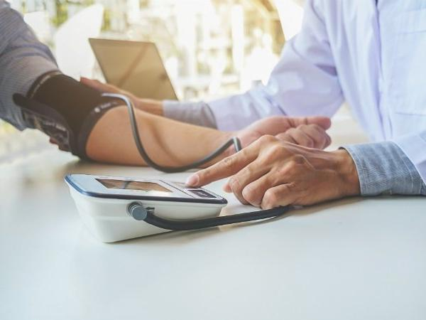 Shopping in 'unhealthy' locales up blood pressure risk: Study